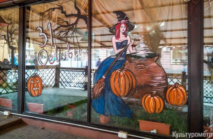 20161027_114209_1 Одесские витрины украшают к Хэллоуину