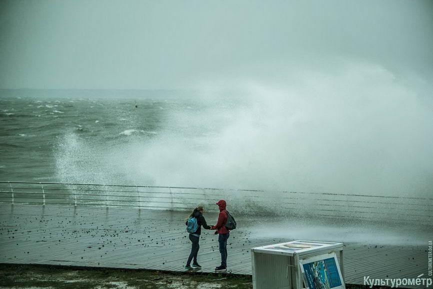 DSC04647_1 Красивые и опасные: на одесских пляжах пятиметровые волны