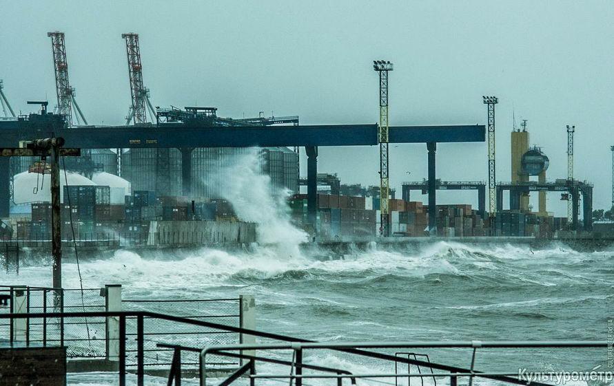 DSC04673_1 Красивые и опасные: на одесских пляжах пятиметровые волны