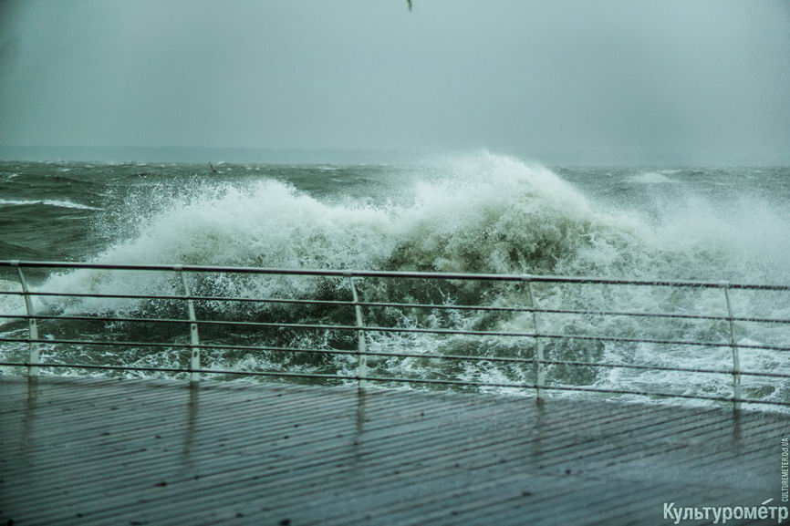 DSC04674_1 Красивые и опасные: на одесских пляжах пятиметровые волны