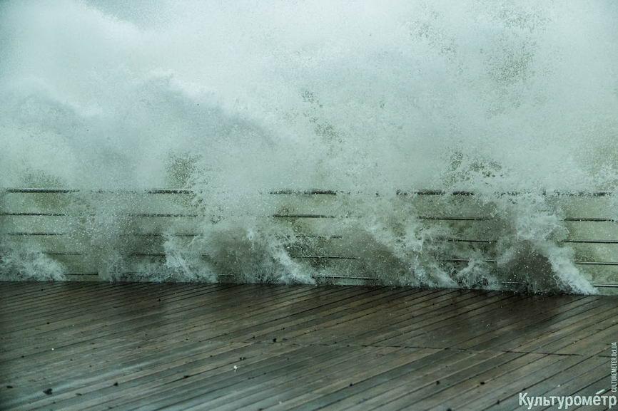 DSC04677_1 Красивые и опасные: на одесских пляжах пятиметровые волны