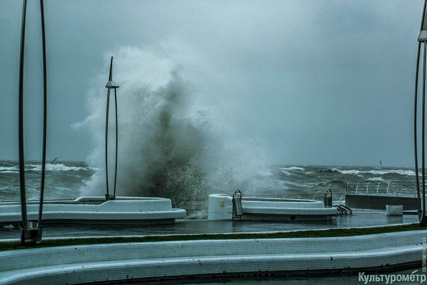 DSC04705_1 Красивые и опасные: на одесских пляжах пятиметровые волны