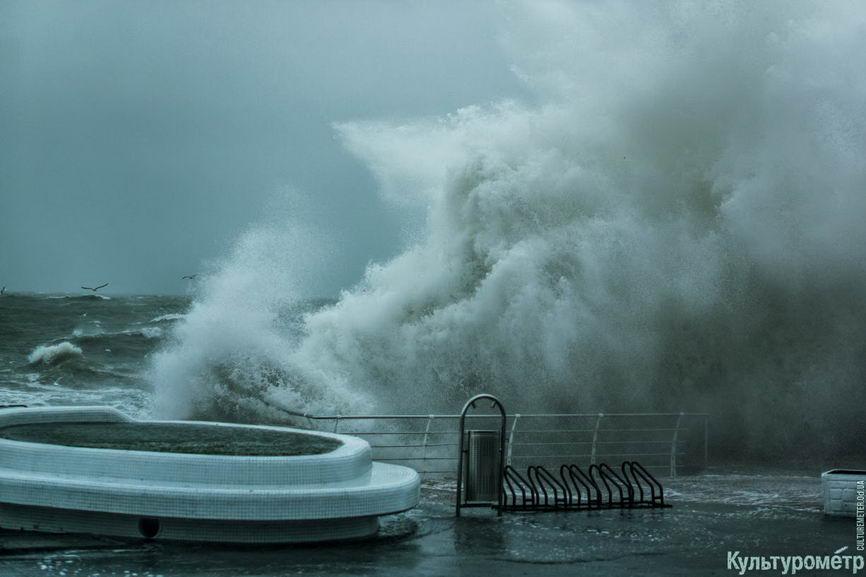 DSC04708_1 Красивые и опасные: на одесских пляжах пятиметровые волны