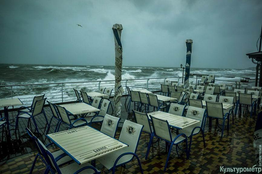 DSC04728_1 Красивые и опасные: на одесских пляжах пятиметровые волны