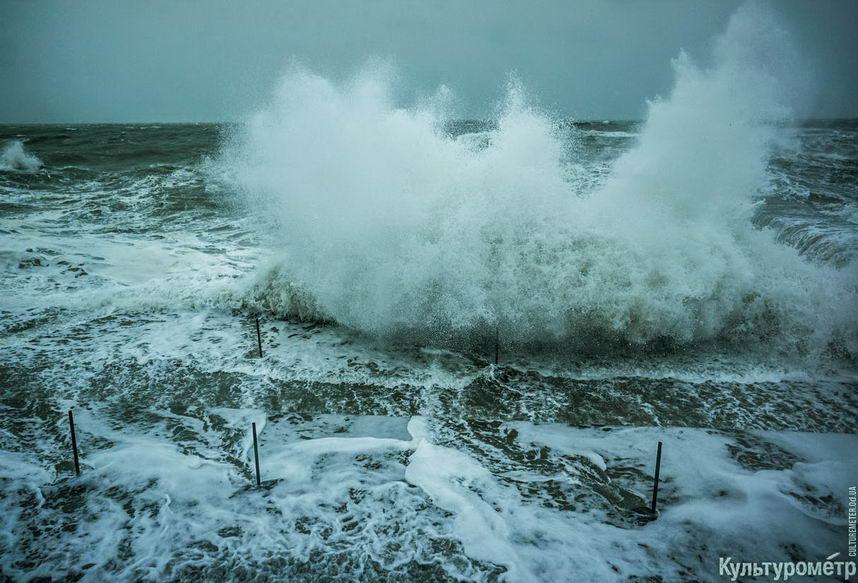 DSC04736_1 Красивые и опасные: на одесских пляжах пятиметровые волны