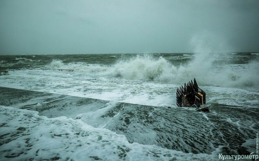 DSC04742_1 Красивые и опасные: на одесских пляжах пятиметровые волны