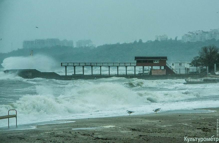 DSC04750_1 Красивые и опасные: на одесских пляжах пятиметровые волны