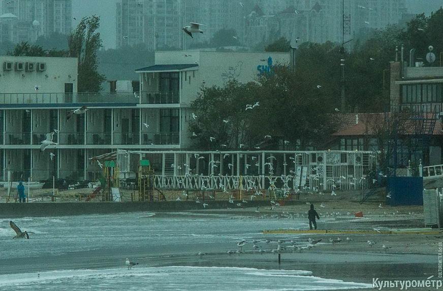 DSC04751_1 Красивые и опасные: на одесских пляжах пятиметровые волны