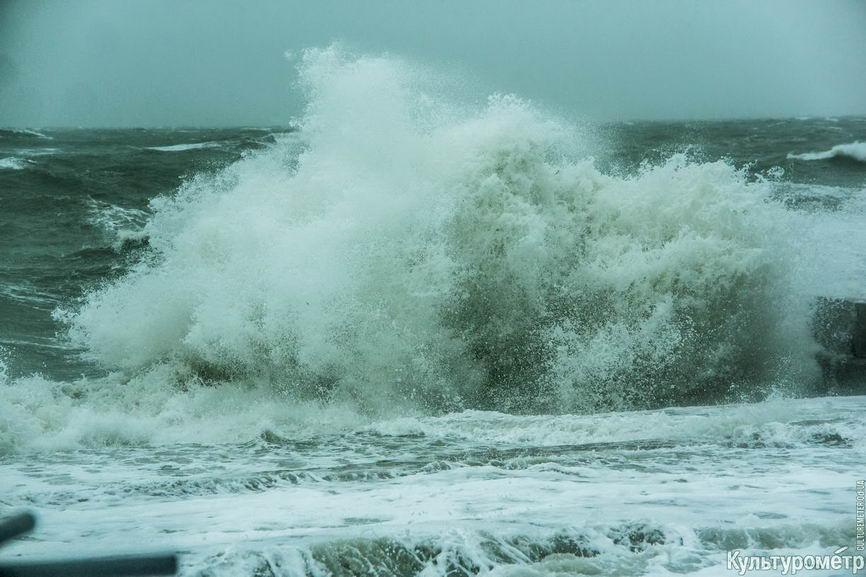 DSC04753_1 Красивые и опасные: на одесских пляжах пятиметровые волны
