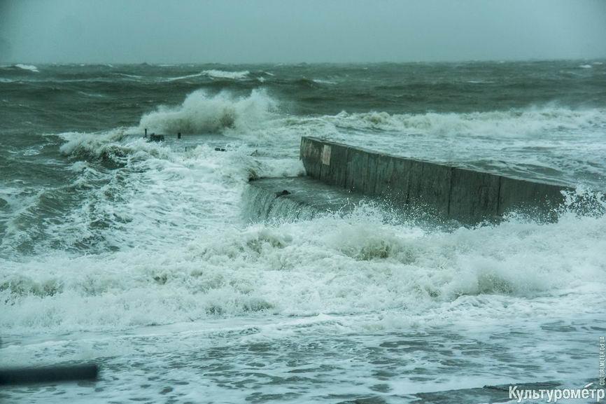 DSC04757_1 Красивые и опасные: на одесских пляжах пятиметровые волны