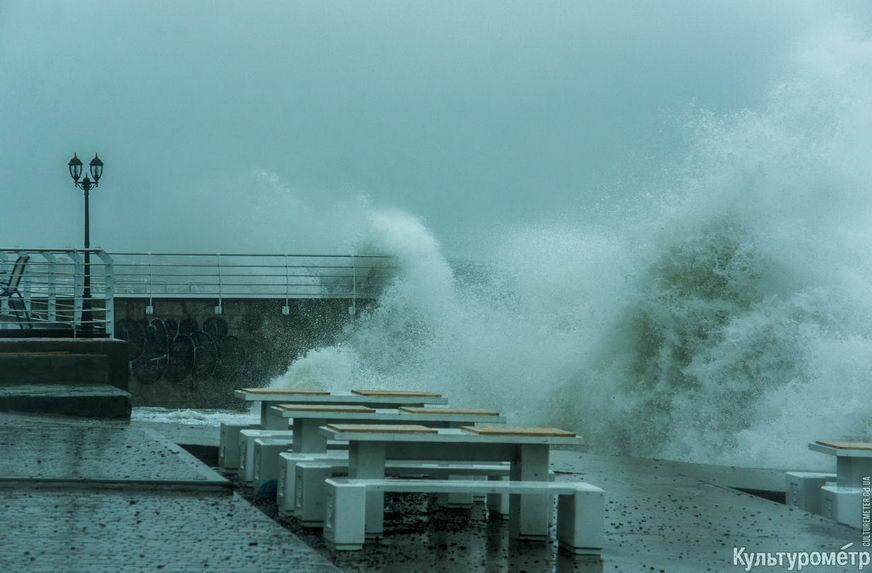 DSC04770_1 Красивые и опасные: на одесских пляжах пятиметровые волны