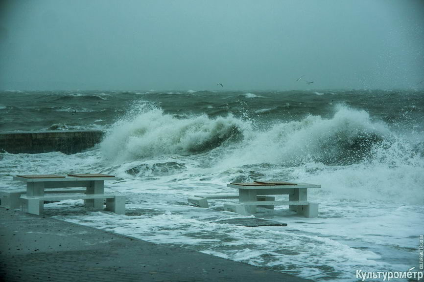 DSC04783_1 Красивые и опасные: на одесских пляжах пятиметровые волны