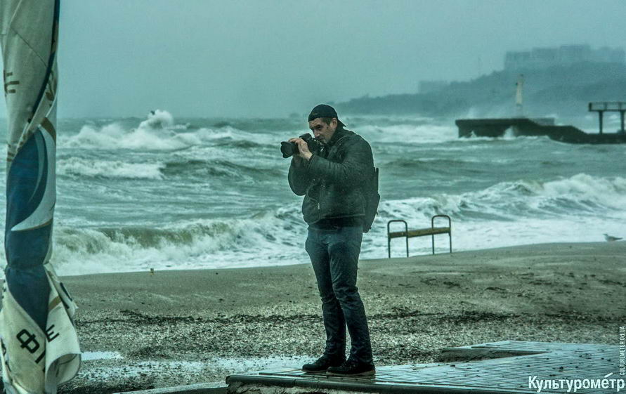 DSC04792_1 Красивые и опасные: на одесских пляжах пятиметровые волны