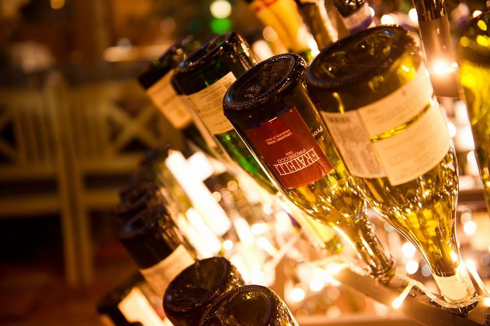 15350725-1 В Одессе создали рекордную елку из бутылок