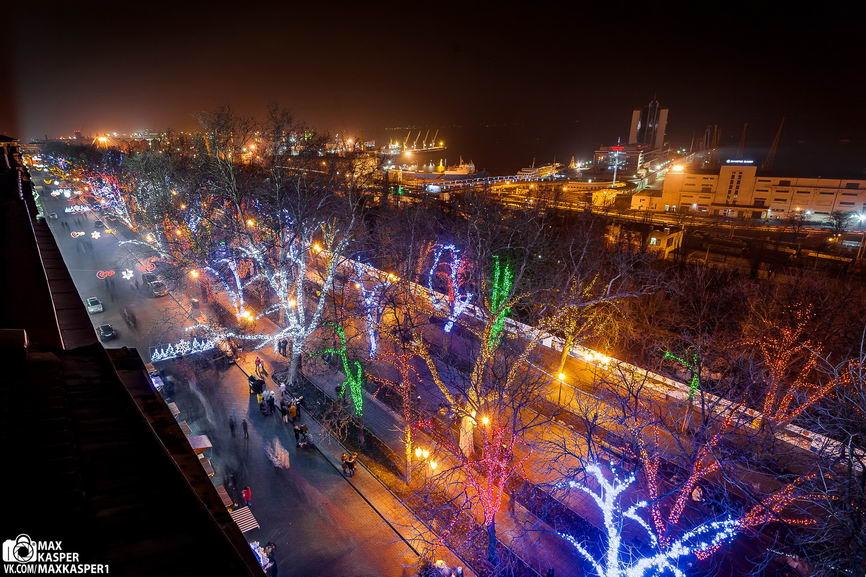 B5Cy-27c0mI Новогодние огни Одессы сфотографировали с крыши