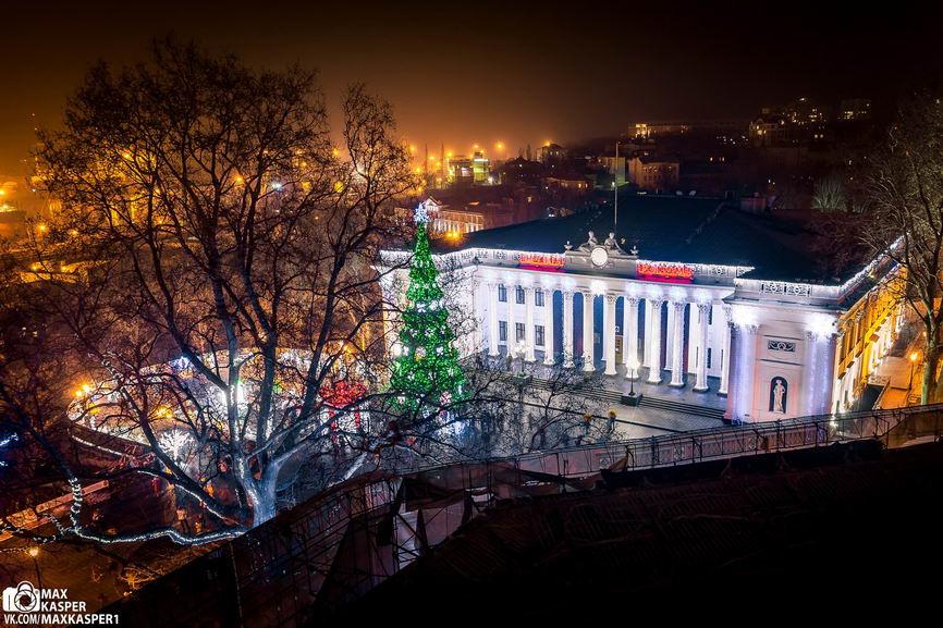 eVJn3eZQ04 Новогодние огни Одессы сфотографировали с крыши