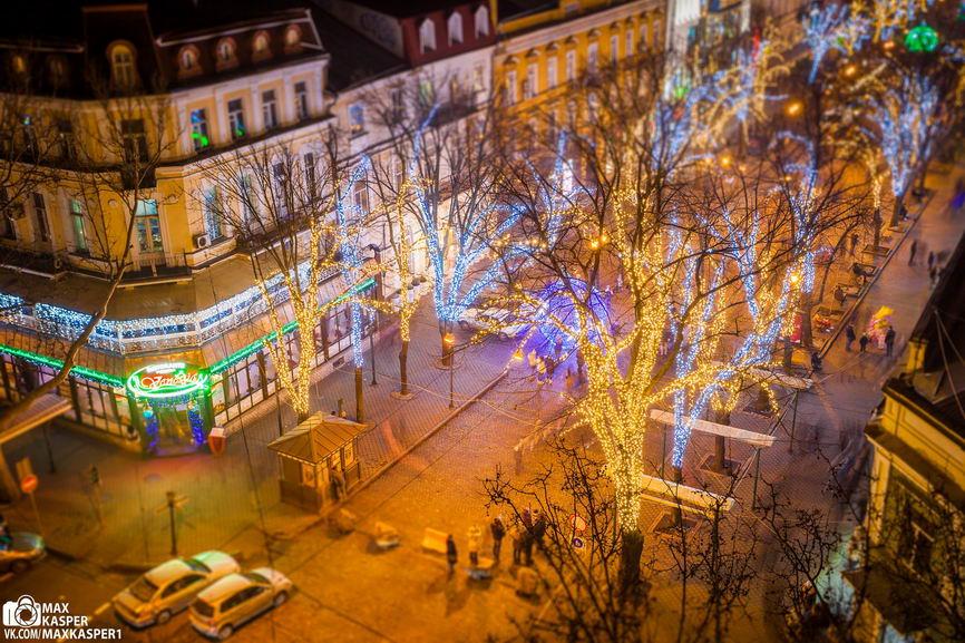xtwY-CgIKBg Новогодние огни Одессы сфотографировали с крыши