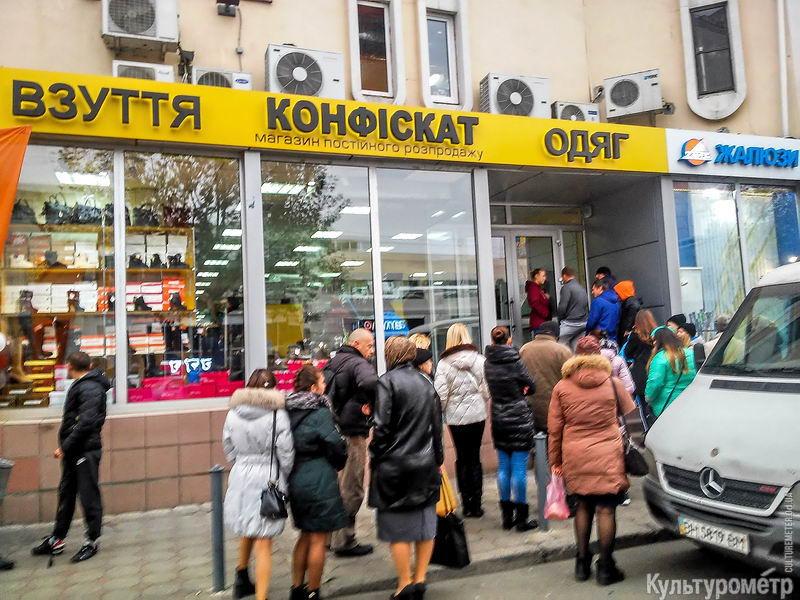 1724a48763a6 На Привозе в Одессе продолжает работать магазин, который все любят ...