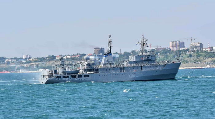 """Поврежденный военный корабль """"Балта"""" зашел в Одесский порт"""